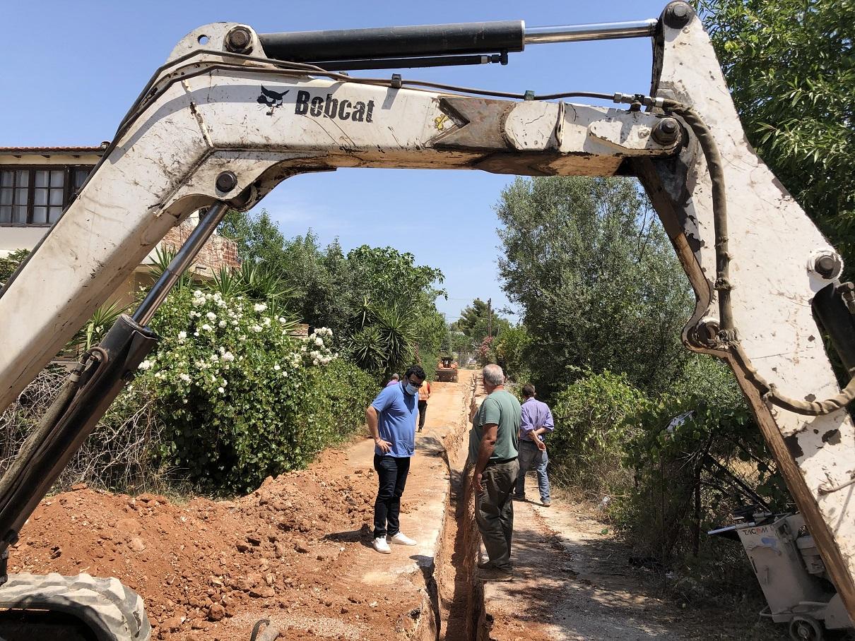 Έναρξη μεγάλων έργων υποδομής ύδρευσης στον Καρελά Δήμου Κρωπίας προϋπολογισμού 3.000.000  εκατομμυρίων ευρώ σε μήκος 33 χιλιομέτρων αναβαθμίζουν την ποιότητα του πόσιμου νερού, τις συχνές βλάβες των δικτύων και δημιουργούν νέο δίκτυο πυροσβεστικών κρουνών