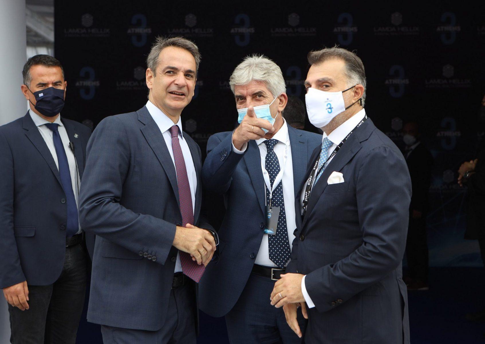 """Στα εγκαίνια θεμελίωσης της νέας μεγάλης επένδυσης της Lamda-Hellix(μέλους τους αμερικανικού ομίλου Digital Realty) στο Κορωπί στην οδό Ηφαίστου στη θέση """"Μπότα"""" ο Δήμαρχος Κρωπίας Δημήτριος Κιούσης μαζί με τον Πρωθυπουργό Κυριάκο Μητσοτάκη και Υπουργούς της Κυβέρνησης"""